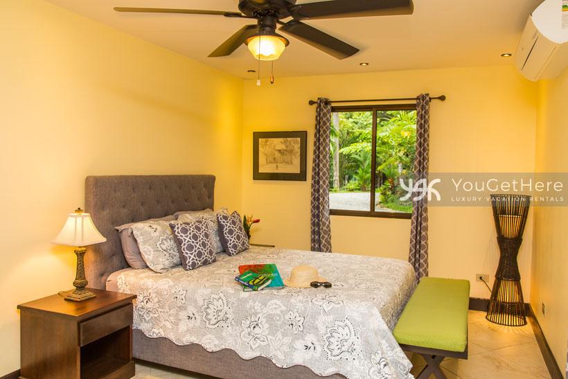 Beach House Rentals-Dominical-escaleras-Costa Rica-CasaAltaVista