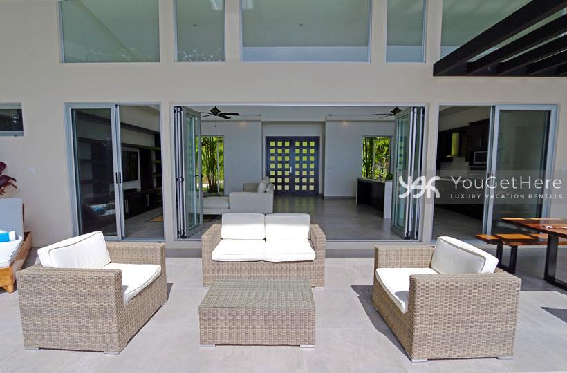 Beach House Rentals-Dominical-escaleras-Costa Rica-VillaLuna