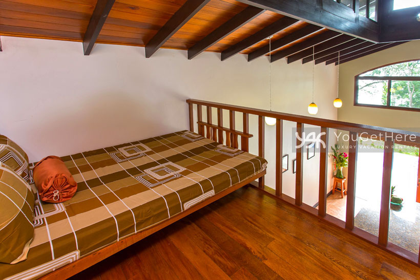 Beach House Rentals-escaleras-Dominical-Costa Rica-CasaAlaska