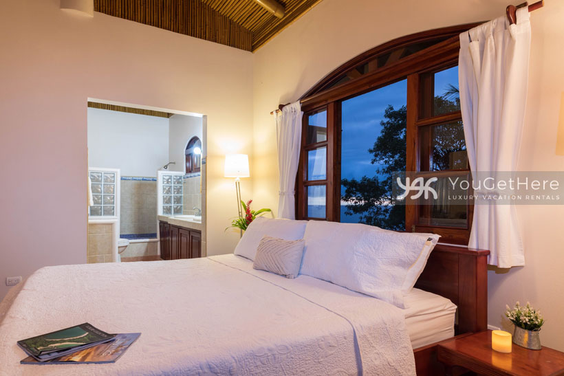 Beach House Rentals-Dominical-Costa Rica-San-Martin-Mirador-escaleras-bed4