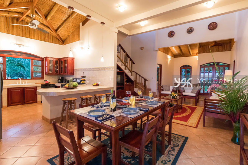 Beach House Rentals-Dominical-Costa Rica-San-Martin-Mirador-escaleras-dinner