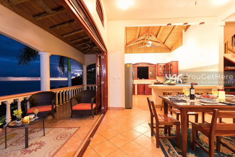 Beach House Rentals-Dominical-Costa Rica-San-Martin-Mirador-escaleras-night