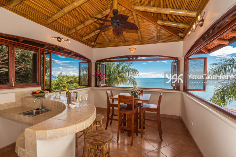 Beach House Rentals-Dominical-Costa Rica-San-Martin-Mirador-escaleras
