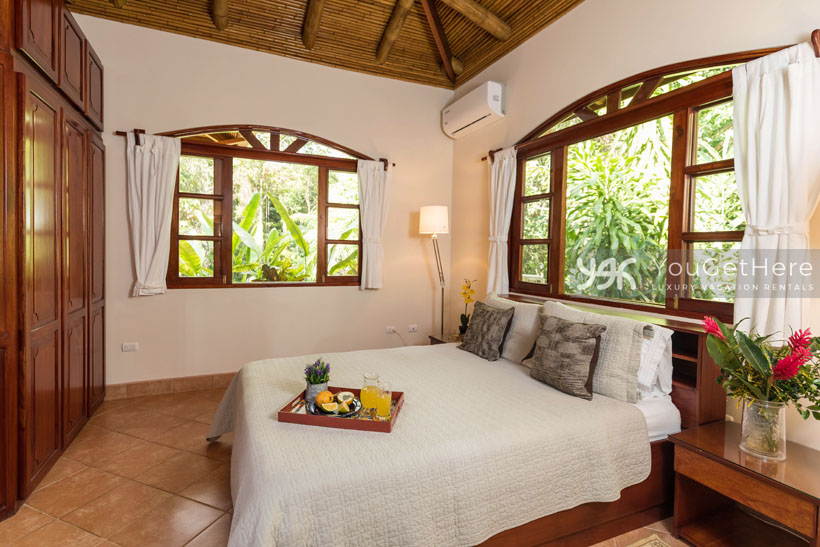Beach House Rentals-Dominical-Costa Rica-San-Martin-Mirador-escalerasbed2